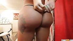 Nikolly Navarro penetrates her sexy ass