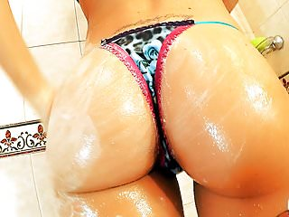 PERFECT Round ASS Teen Has Big Puffy Nipples Taking a Shower