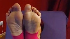 Busty mature gives her dildo a footjob