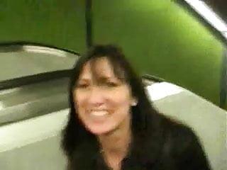 exib sexuelle dans le metro parisien