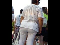 Mature lady with large ass! Amateur hidden cam!