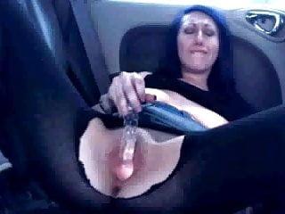 Slut's Daring Wank in back of her Car !