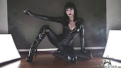 Kira Star Smoking Domme