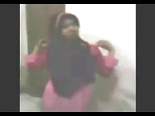 Download video bokep indonesian- cewek jilbab striptease 1 Mp4 terbaru