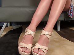 Hot Brunette Shows her Teen Feet