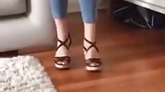Milf isabel show her sexy toes again