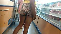Candid teen jiggling ass (Checkout Line)