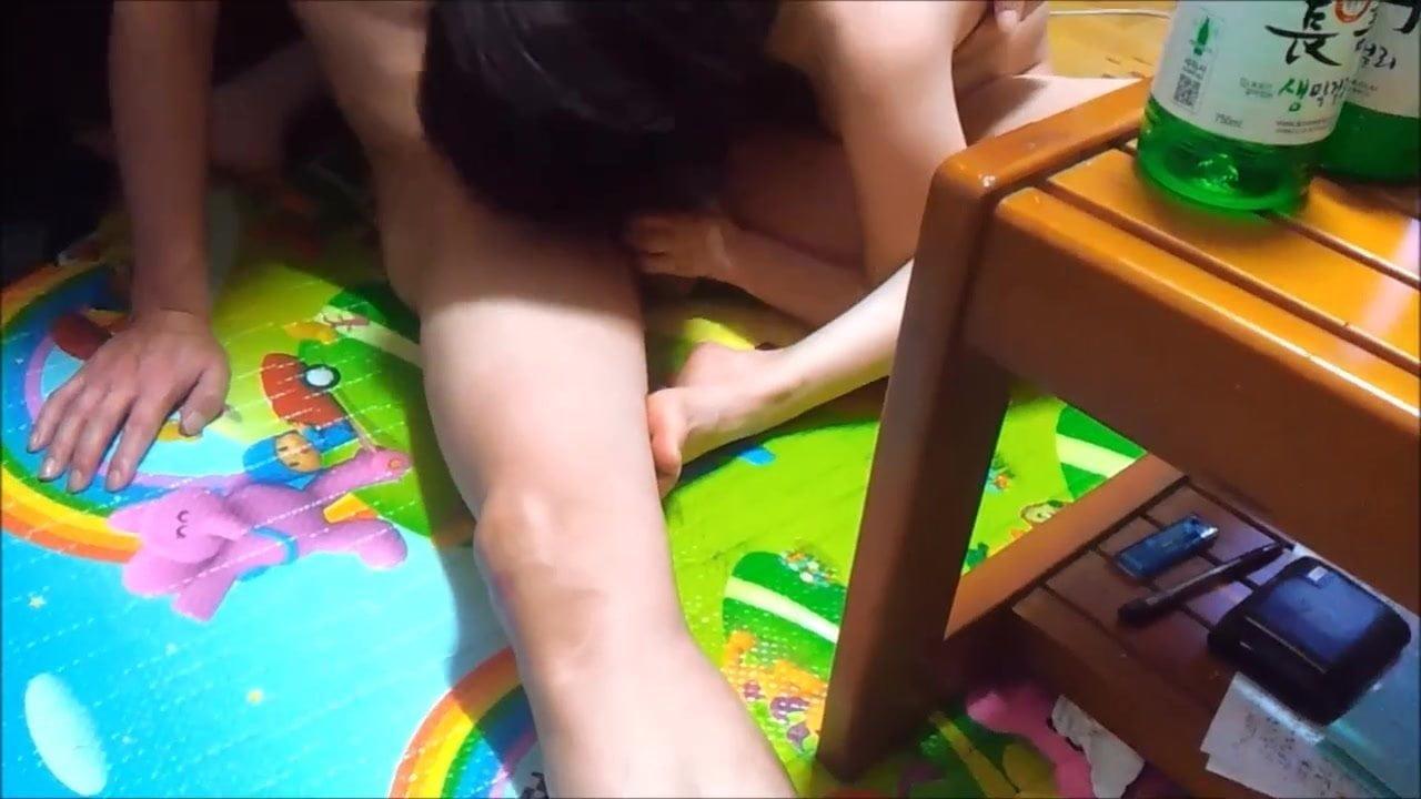 새로운 한국 비디오 - 친구와 공유 아내 : 무료 포르노 8E -