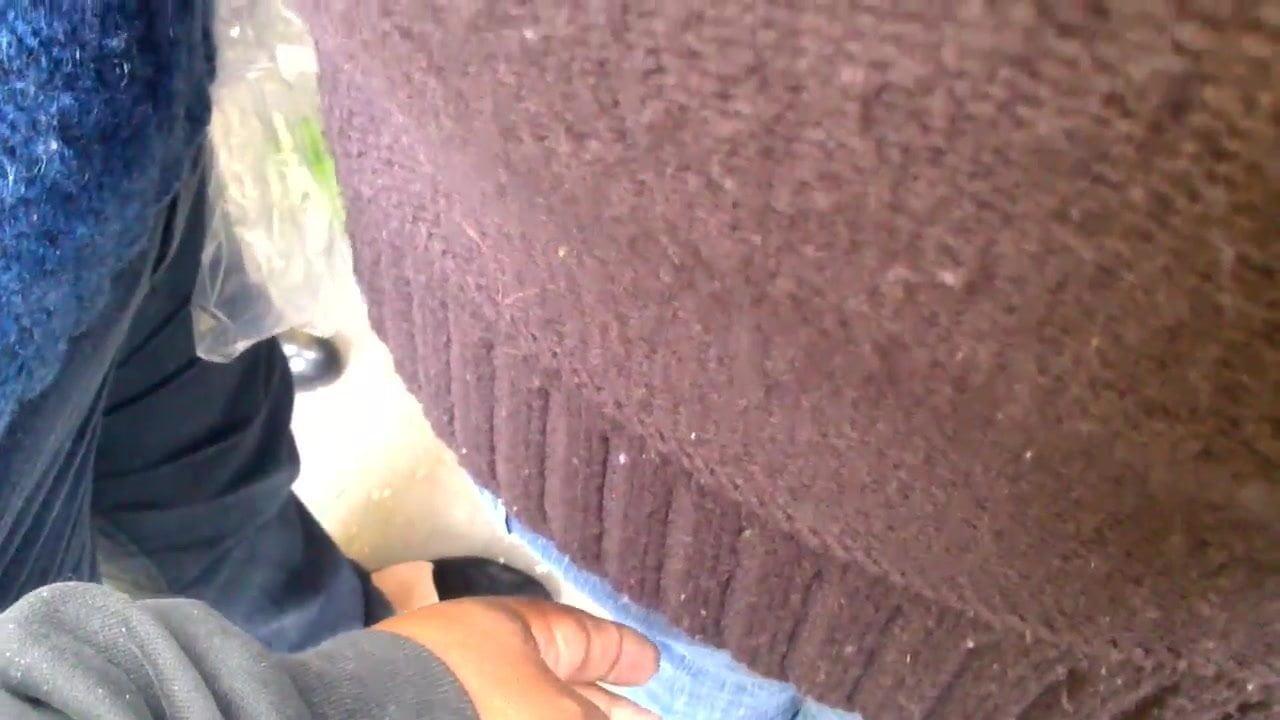 Groped dedos en milf culona