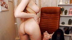 Pretty Chick Playing Her Cunt On Cam