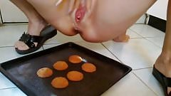 SniffyPanty - Squirting on freshly baked cookies