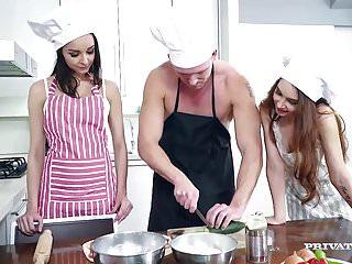 Cocinera: Chef Emperna El Culo De Las Asistentes