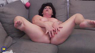 Chubby mature mom Rosalia fingering her pussy