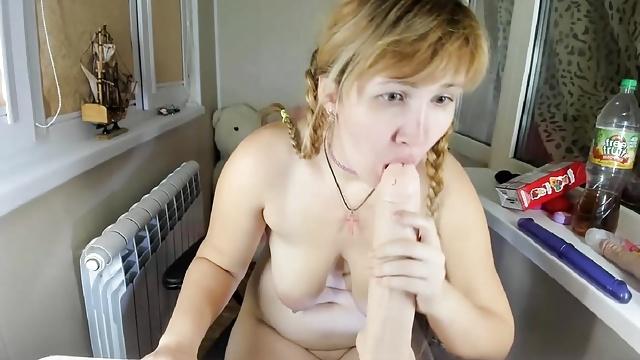 Girls like bare dicks