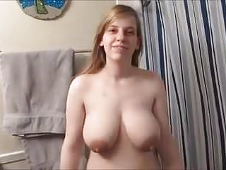 douche d une grosse brunete aux gros tetons