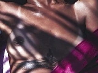 Rihanna NUDE!