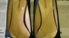 Cumshot in flat shoes (ballerinas)