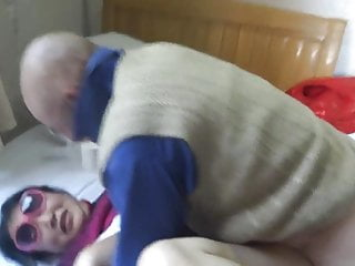 Download video bokep Chinese granny is having fun with grandpa Mp4 terbaru