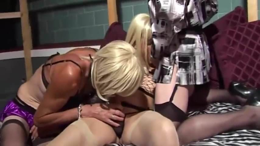 This is an interesting orgy where three girls wearing nylon tights and wigs completely devote themselves to sex in a boiler room. A man using an operator.