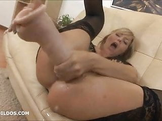 Big brutal anal dildo and squirting