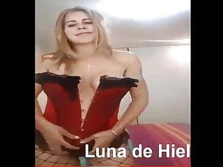 Peruana Se Graba Para Su Amor