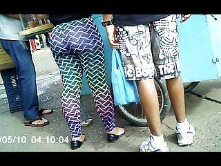 gostosas de legging na rua (two woman delicious legging) 094
