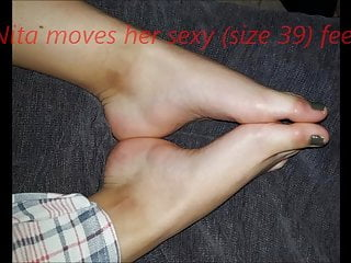 Nita moves her sexy (size 39-40) feet (part 2)