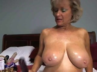 Gorgeous big brested amateur mom masturbate alone