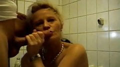 Mature blonde wants to have sex in the bathroom