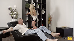 Claudia Mac reaches orgasm thanks to skilled mature lover