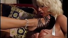 Babes fuckig pussy and eating