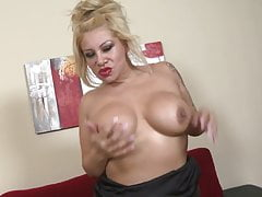 Mature sex bomb mother with big ass and tits
