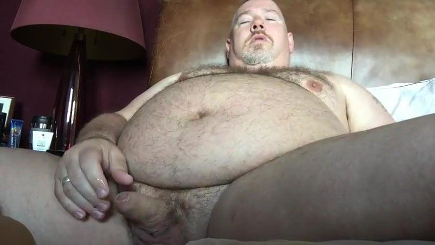 Как толстые мужики очень сильно натирают свой хуй — img 4