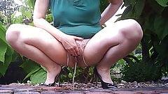 pissing - big pussy
