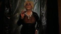 An early Burlesque look smoking mmmxxx