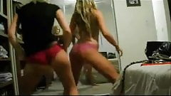 2 hotties shake their asses