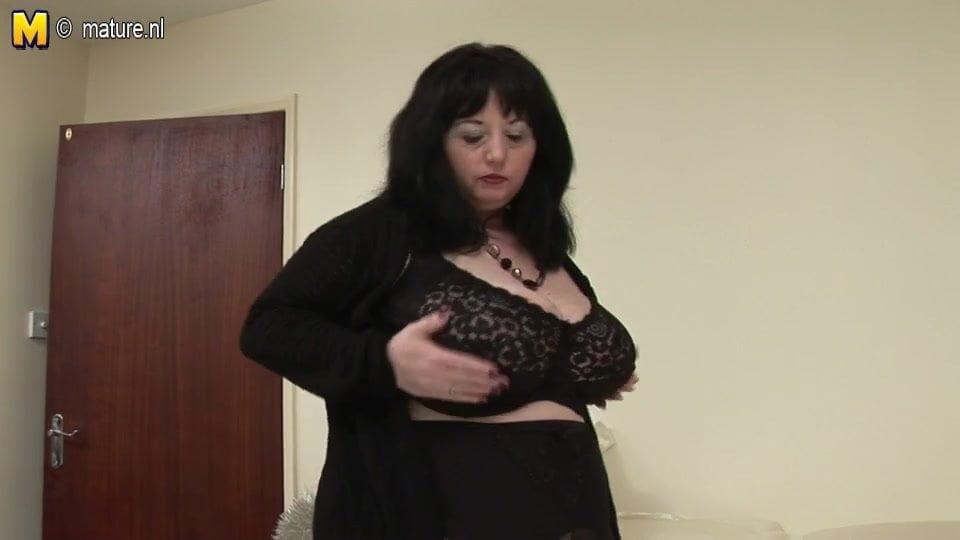 Big British mama shows off great tits and big ass – HD