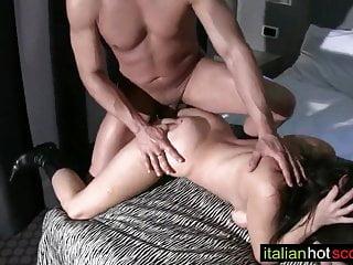 Download video bokep milf un po' imbarazzata ma molto puttana Mp4 terbaru