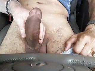 Mi masturbo moi genero nella sua auto