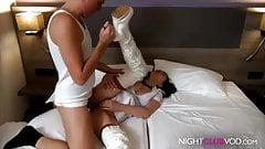 Krankenschwester besucht User im Hotel