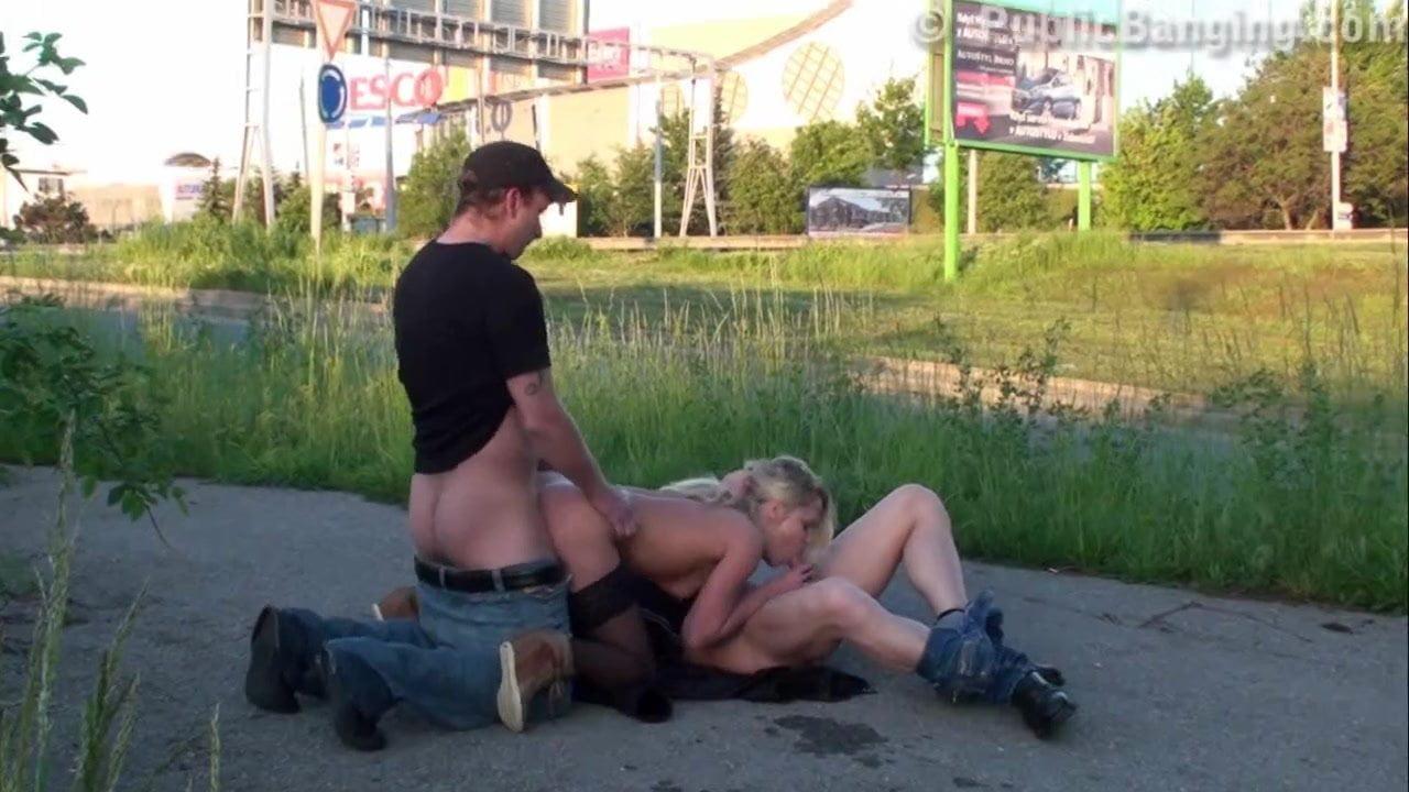 шипение порно ролики с девушками на улицах екатеринбурга были слегка удивленны