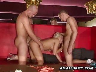 Amateur girlfriend double penetration in a swingers club