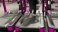 Candid pawg Milf ass jiggling on treadmill