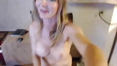 Toned webcam babe squirting