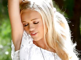 Download video bokep Adorable blondie Alex Grey Mp4 terbaru