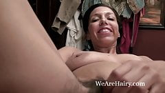 Sophie Moore takes time and combs her pussy in bed