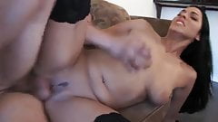 Facial fo sexy milf in stockings & heels