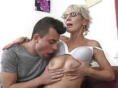 Mature mom Irenka seducing young son