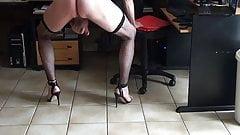miiimiii crossdresser sur cam4 bas resille, corset, heels,