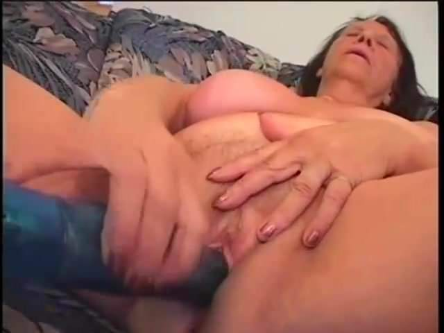 Free download & watch granny com muita fome         porn movies